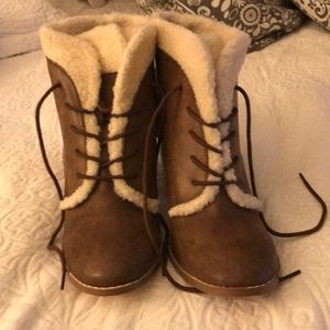 Restricted faux Sherpa booties